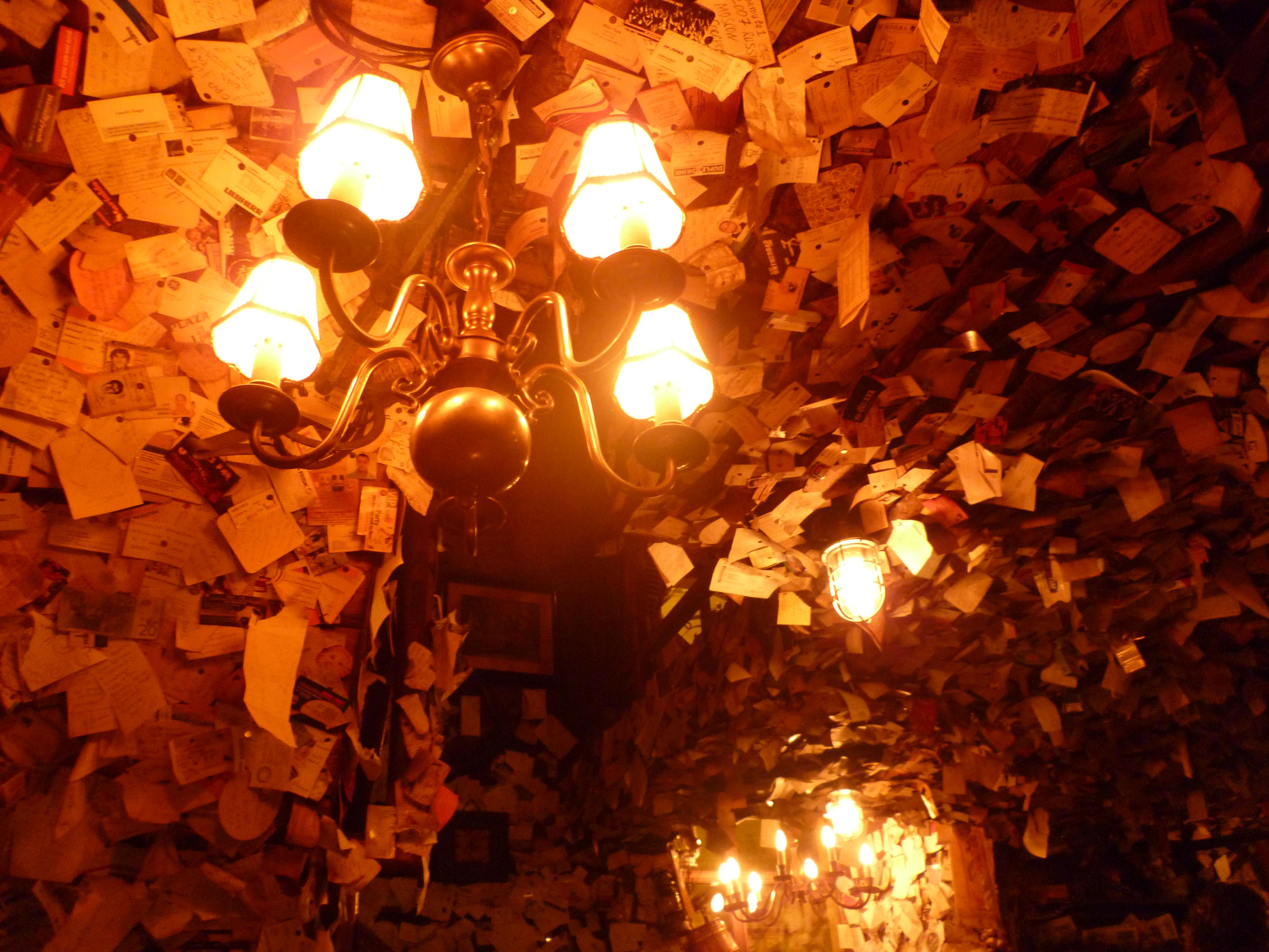 Budapest pub for sale bigliettini arachidi